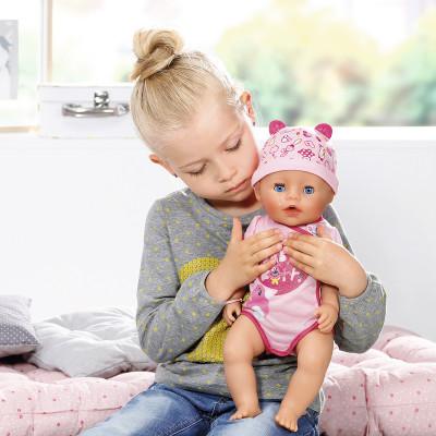 """Кукла BABY BORN серии """"Нежные объятия"""" - ОЧАРОВАТЕЛЬНАЯ МАЛЫШКА (43 см, с аксессуарами)"""