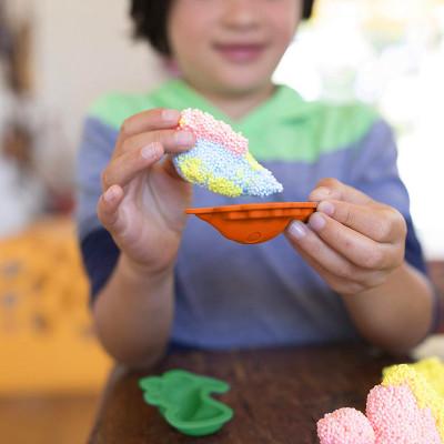 Набор шарикового пластилина EDUCATIONAL INSIGHTS - МИР ДИНОЗАВРОВ (2 формочки, 4 цвета)
